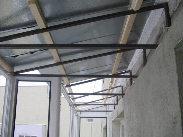 Крыша балкона изнутри