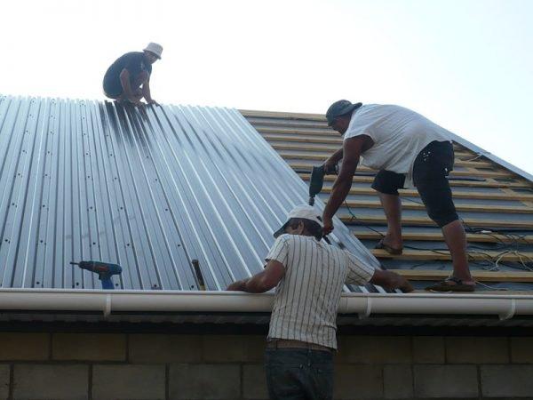 Демонтаж профнастила на крыше