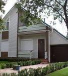 Дом с гаражом под асимметричной крышей