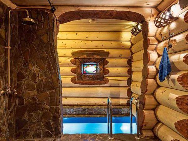 Дом с баней и бассейном внутри