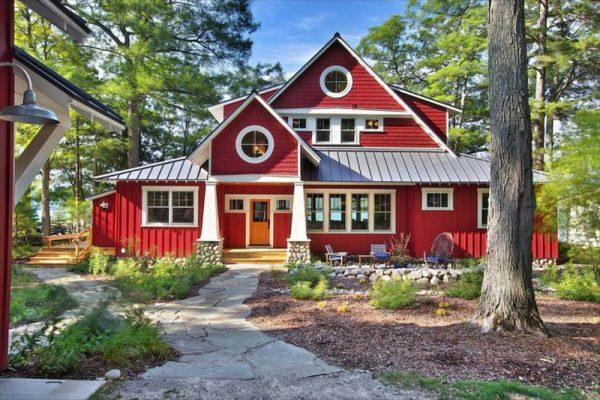 Загородный дом с качественной фальцевой кровлей
