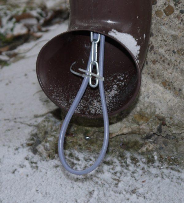 Прокладка кабеля внутри водосточной трубы