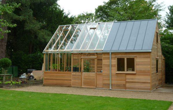 Зимний сад с прозрачной крышей из поликарбоната