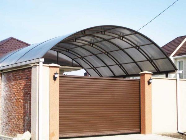 Пластиковая крыша-навес для машины