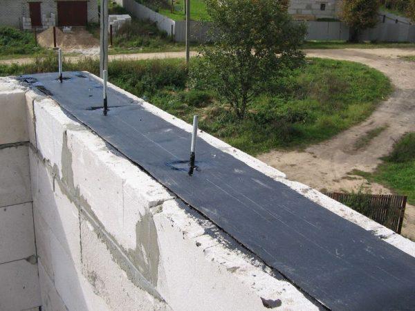 Установка гидроизоляции для мауэрлата