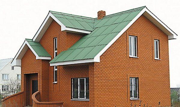 Шиферная крыша частного дома