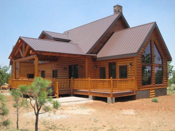Сложная крыша деревянного дома