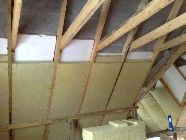 Укладка утеплителя на крыше