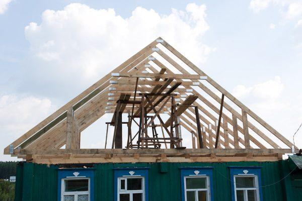 Замена крыши деревянного дома