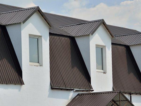 Вариант покрытия крыши из профнастила