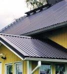 Двухъярусная крыша из профнастила