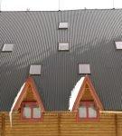 Длинный скат крыши из профнастила