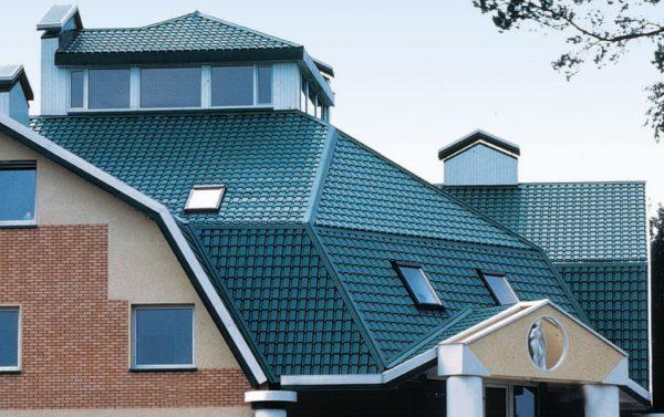 Сложная крыша из металлочерепицы