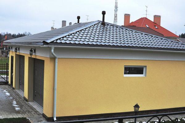Пример вальмовой крыши из металлочерепицы