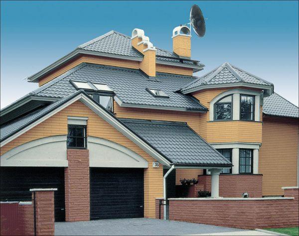 Пример сложной крыши из металлической черепицы