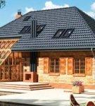 Дом с мансардой под металлочерепицей