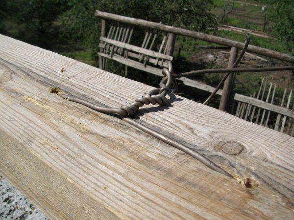 Установка мауэрлата на проволочные стяжки