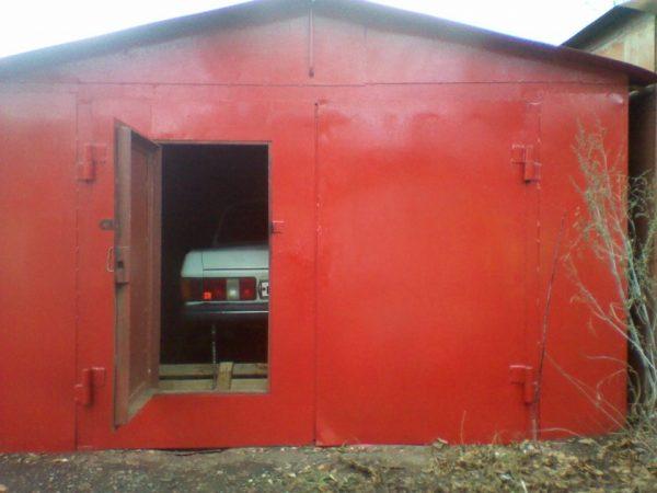 Крыша железного гаража