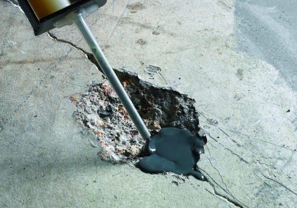Процесс ремонта основания гаражной крыши