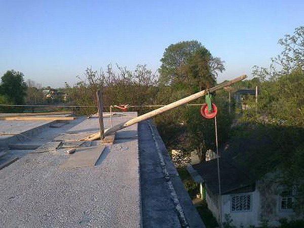 Механизм для спуска демонтируемых материалов с крыши