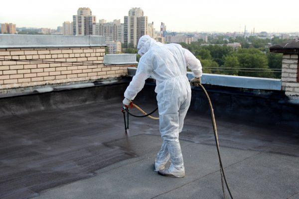 Нанесение жидкой резины на крышу