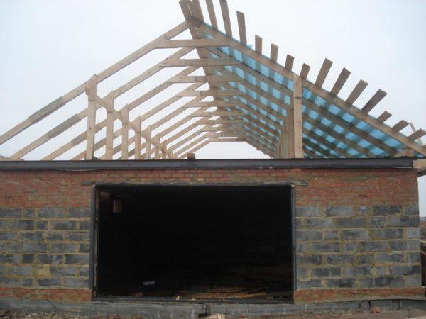 Гаражная крыша с обрешёткой