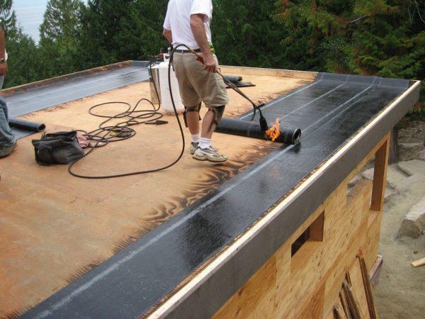 Наплавление мягкой кровли на деревянную крышу