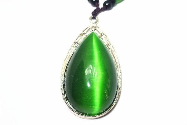 Кулон с зелёным «Кошачьим глазом» в серебряной оправе