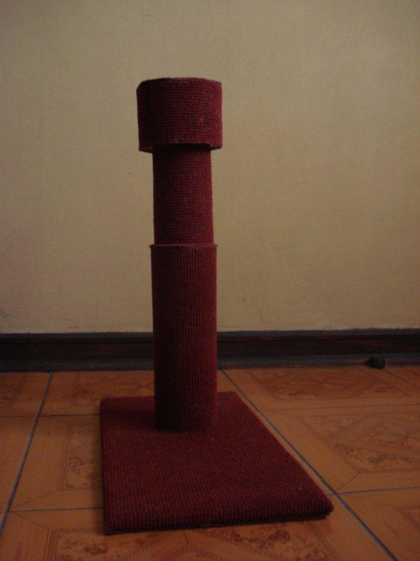 Когтеточка, оклеенная ковролином