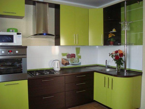 Двухцветный гарнитур для кухни