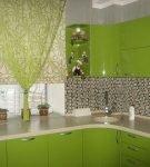 Гарнитур и шторы зелёного цвета