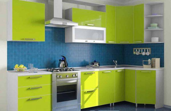 Зелёно-синяя кухня в доме
