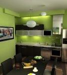 Тёмный пол и зелёные стены на кухне