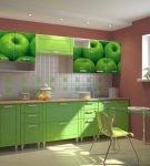 Кухня с яркими фасадами шкафов в зелёном цвете