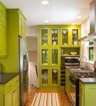 Сочетание цветов на кухне с интерьером в зелёной гамме