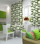 Зелёные шторы с яблочным рисунком на кухне