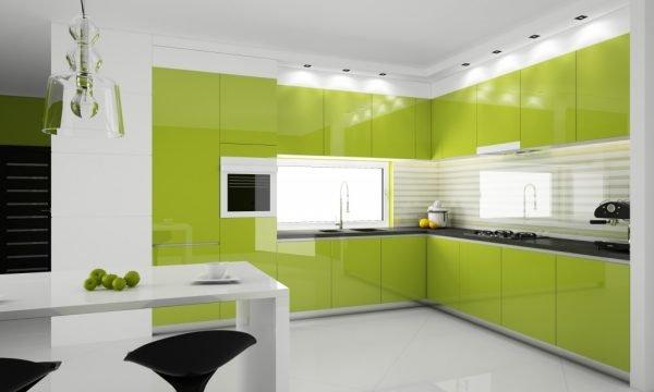 Кухня в зелёным цветом в интерьере