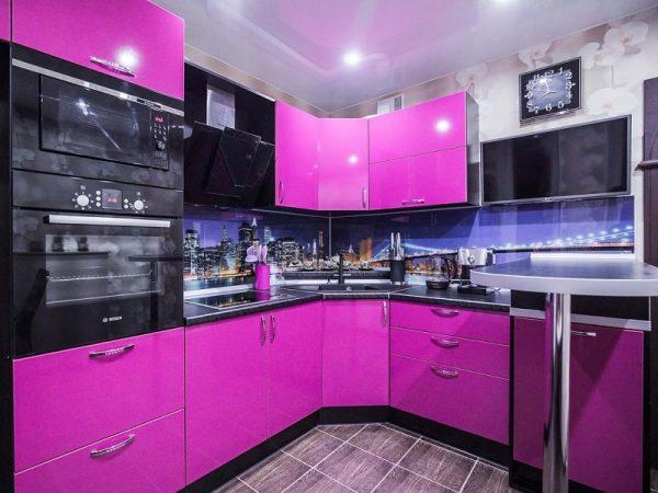 Интерьер кухни в фиолетовом цвете