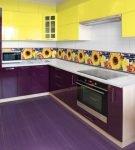 Сочетание жёлтого и фиолетового в интерьере кухни