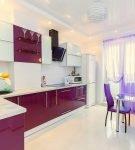 Светло-сиреневые шторы на стильной кухне в доме