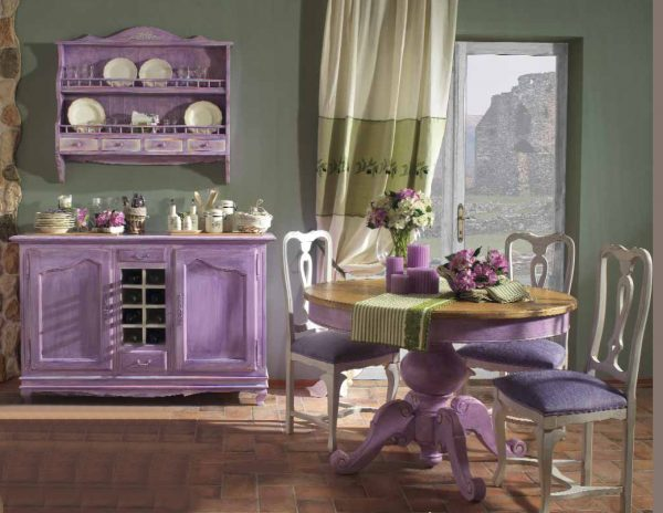 Кухня с сиреневой мебелью в стиле шебби-шик