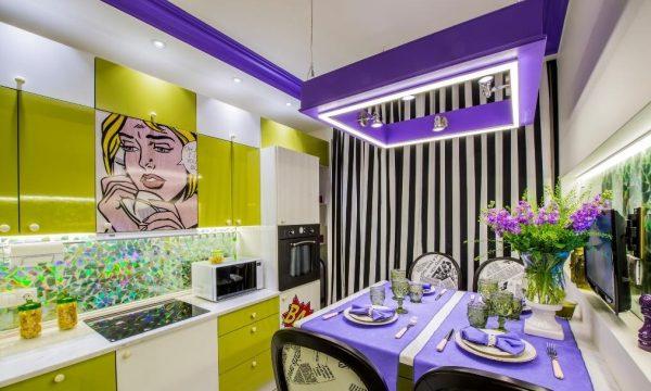 Фиолетовый цвет на кухне в стиле поп-арт