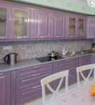 Стильная сиреневая кухонная мебель