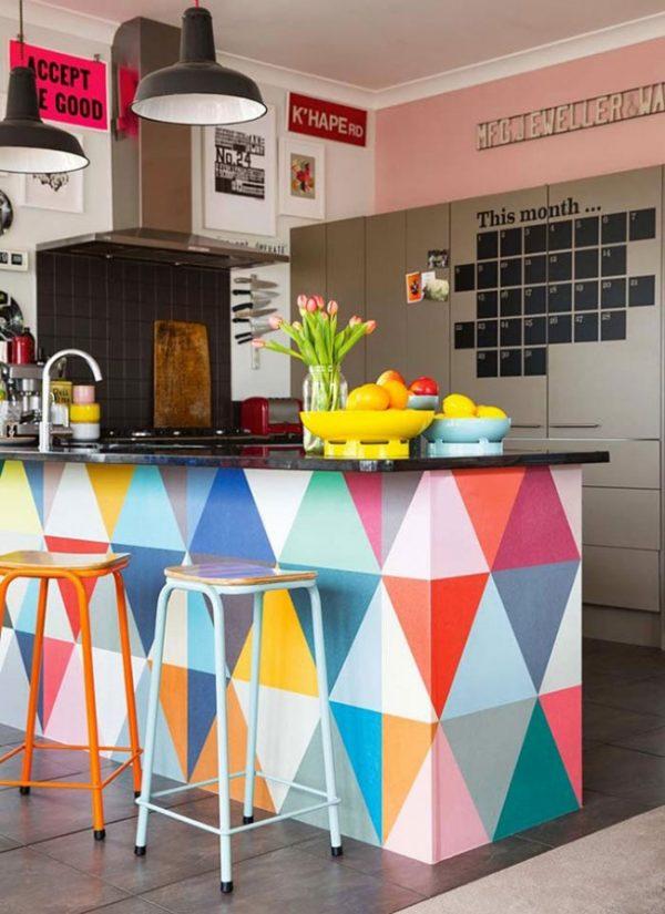 Интерьер разноцветной кухни