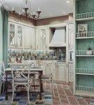 Кухня с бирюзовыми нишами в стиле прованс