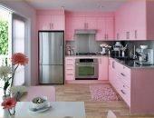 Оттенки розового цвета подходят для создания любого стиля в интерьере кухни.