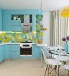 Голубой и светло-зелёный цвета в обстановке кухни