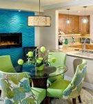 Синий и зелёный декор на кухне