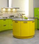Стильная жёлто-зелёная мебель для кухни