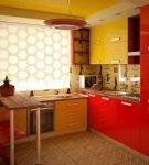 Стильная мебель и обои с рисунком на кухне